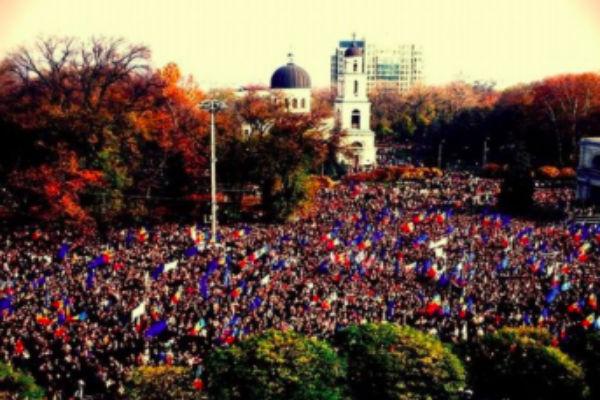 10 тысяч молдаван требуют отставки руководства силовиков