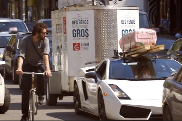 Канадцы перевозят стройматериалы на Lamborghini