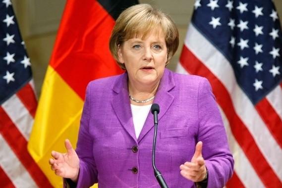 Меркель обвинили в нарушении клятвы канцлера
