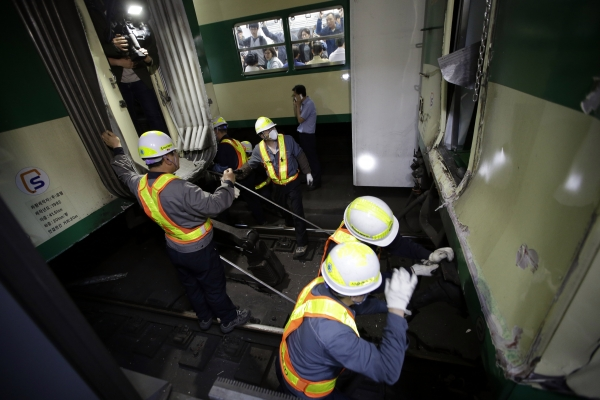 Два поезда столкнулись в метро в столице Мексики