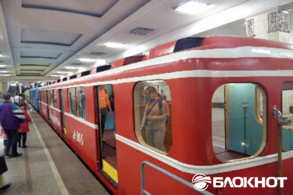 Легендарные вагоны московского метро вновь встали на пути