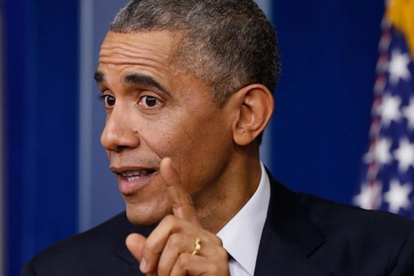 Обама с помощью блондинки поздравил россиян с 70-летием Победы