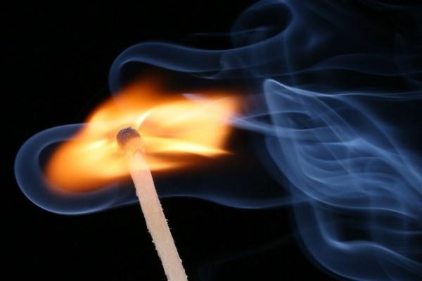 53-летняя женщина сожгла молодого любовника