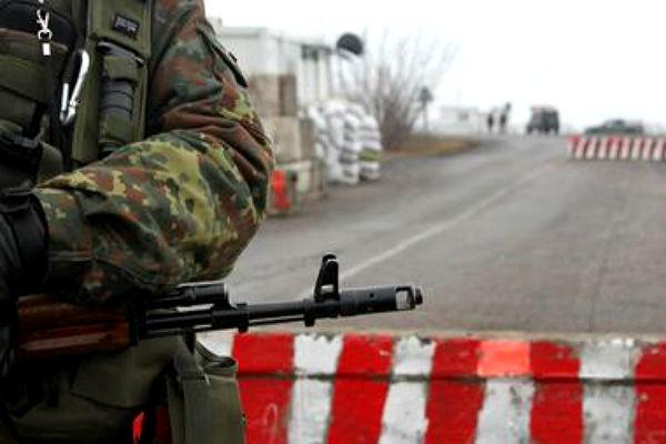 В Донбассе обстреляли автомобиль с российскими генералом и офицерами
