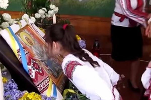26 школьников упали в обморок на молитве за прекращение войны на Украине