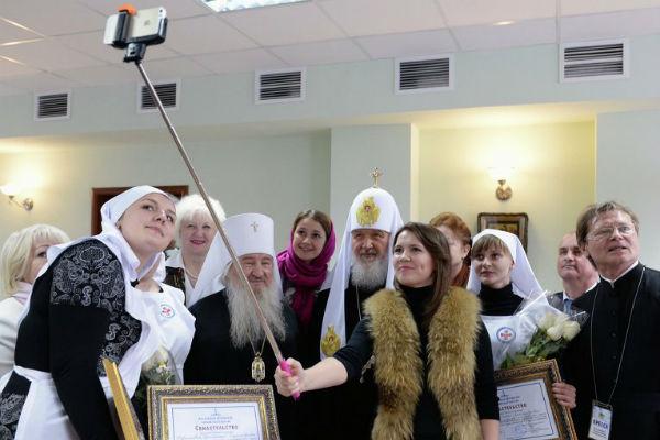 Первое селфи с патриархом Кириллом сделали на iPhone