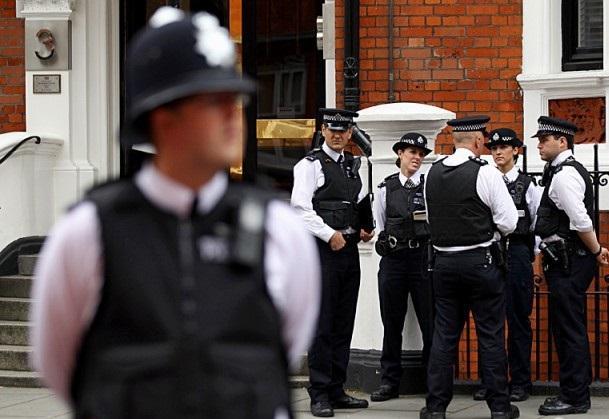 Английский полицейский-фетишист попался на покупке через Интернет поношенных стрингов