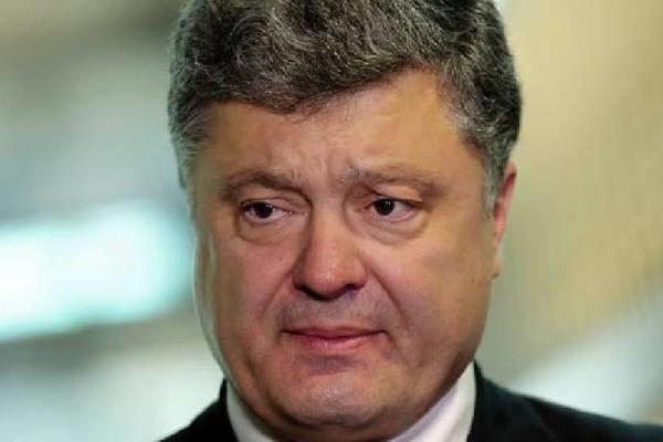 Под Верховной Радой начинается сбор подписей за импичмент Порошенко