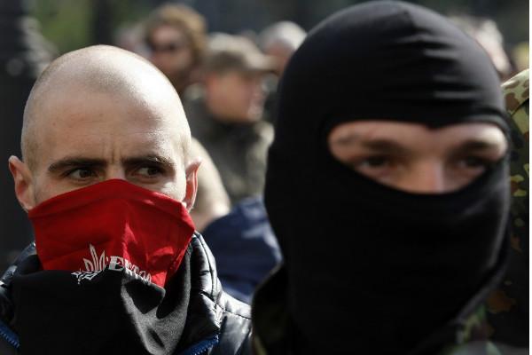 После крика «Слава Украине!» в Днепродзержинске началась резня «правосеков»