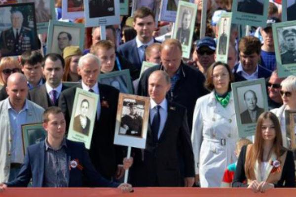 Путин прошел во главе
