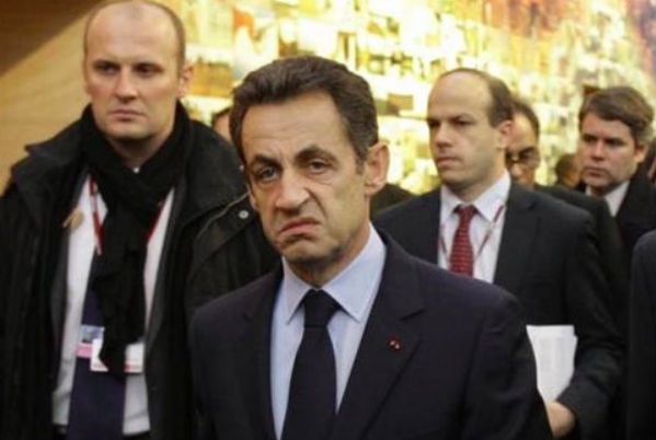 Саркози раскритиковал Олланда за отказ приехать в Москву на День Победы