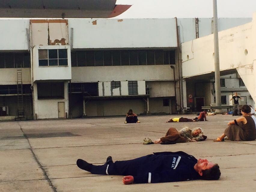 Главный спасатель Украины лег спать на взлетной полосе аэропорта Дели