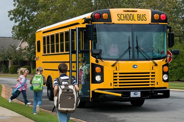 Подростки обстреляли автобус в США: ранены две школьницы