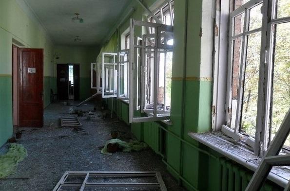 Снаряд ВСУ попал в одну из школ Донецка