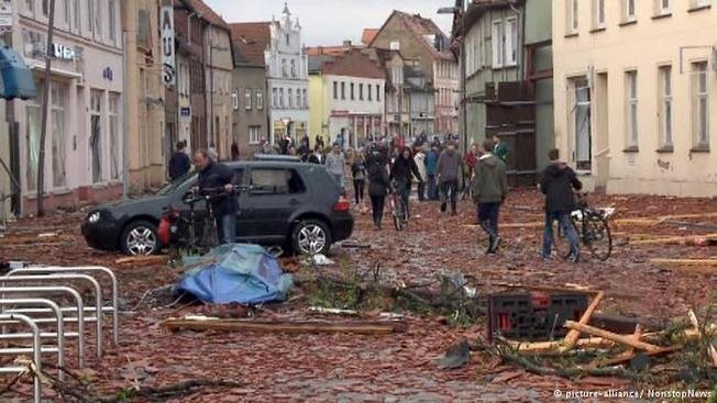 Смерч разрушил городок на севере Германии