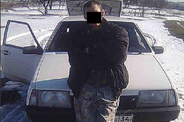 Фермер из Волгоградской области застрелился в авто у дома тещи