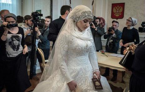 Россияне просят Путина уволить Астахова из-за