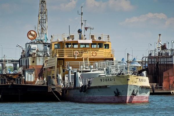 Капитан и моторист задохнулись фекальными газами на танкере в Волгоградской области