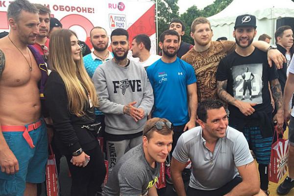 Тимати и L'One приняли нормы ГТО у поклонников и звезд шоу-бизнеса