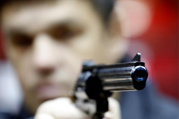 Украинскому депутату дважды выстрелили в лицо из травматического пистолета