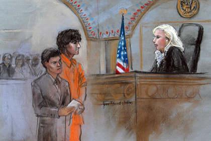 Осужденный за взрыв бомб на Бостонском марафоне Джохар Царнаев расплакался в суде