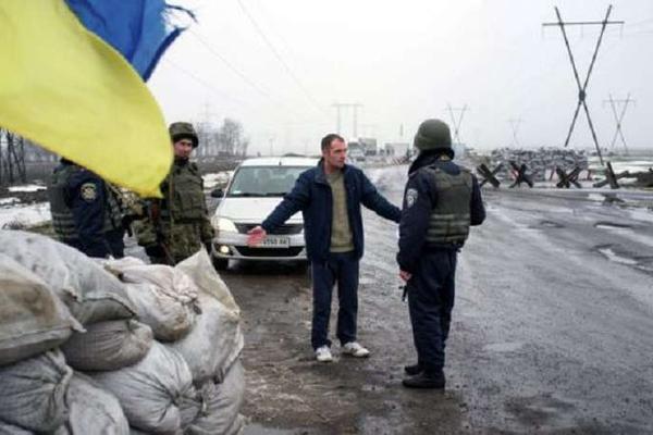 «Правый сектор» обвинил украинскую армию в обстреле своего авто с женщинами-журналистами