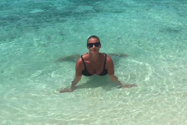 Волочкова на Мальдивах превратилась в необычную русалочку