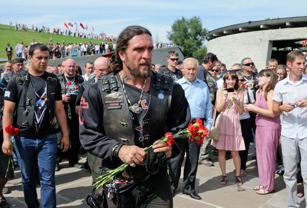 «Ночные волки» возложили цветы к памятнику воину-освободителю в Вене
