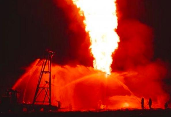 На месторождении в ЯНАО загорелась газовая скважина