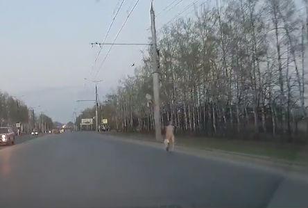 Голая девушка устроила проверку водителям Чувашии