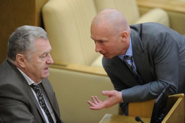 Запрет на членство близких родственников в одной партии предлагают ввести в России