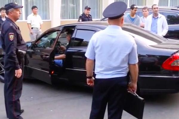 Лизинговые авто из Крыма угоняют в Киев на глазах полицейских