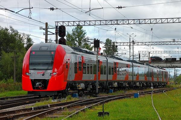 Россиянам пришлось пешком догонять потерявший восемь вагонов поезд