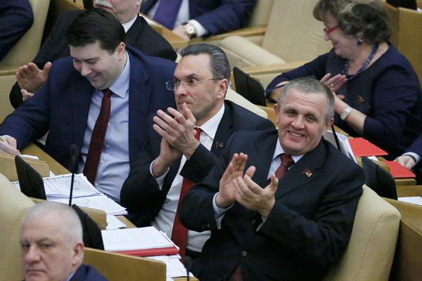 Отпуск отменяется: как депутаты Госдумы проведут это лето