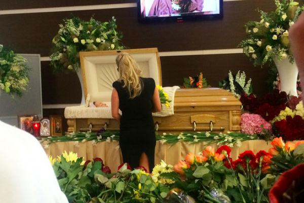 Воспоминаниями о Фриске делятся звезды, пришедшие на прощание с певицей