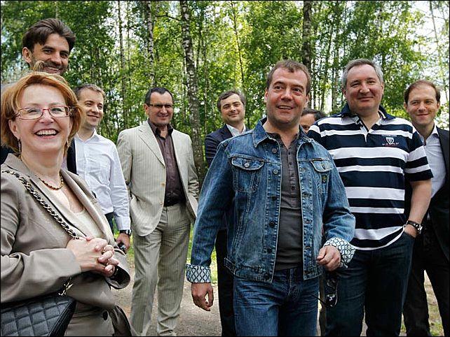 Всех трудоустроили: Кремль успокоил россиян по поводу бывших чиновников правительства Медведева
