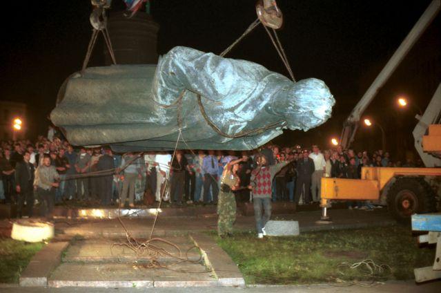 Москвичи выступили против возвращения Дзержинского на Лубянку