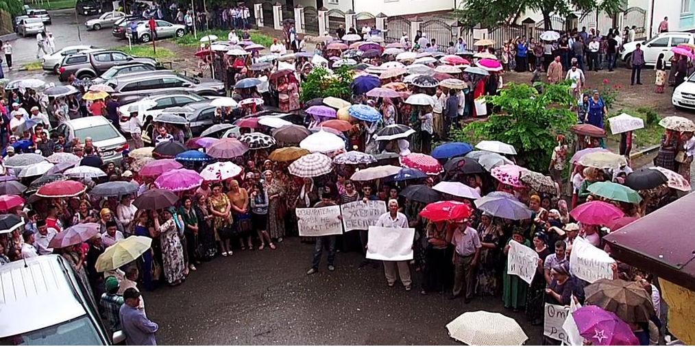 За погром офиса правозащитников в Грозном задержали 40 человек