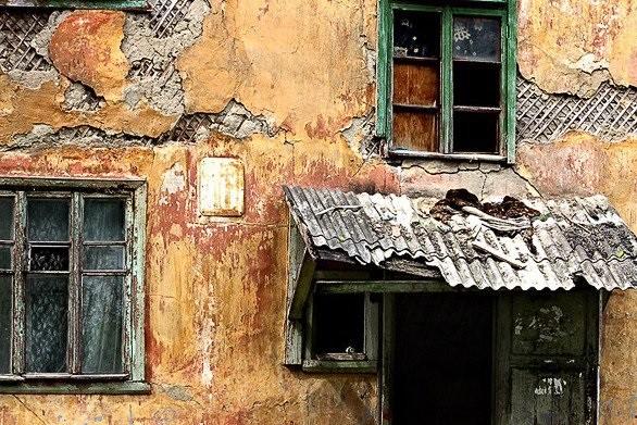 Россиянам поручили самим ремонтировать ветхое жилье