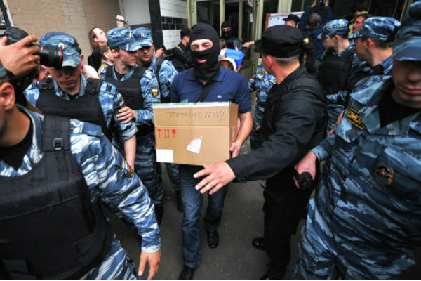 Из-за обналичивания двух миллиардов полиция нагрянула в петербургские офисы банков