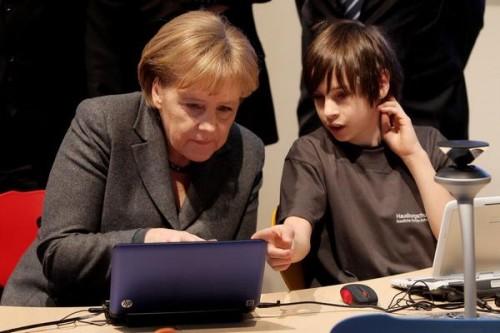 Ангела Меркель превратилась в страшного Трояна