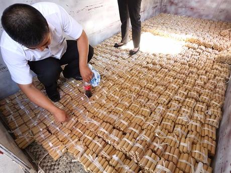 В Китае мужчина заплатил за новый автомобиль 140 тысяч долларов монетами