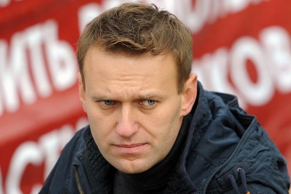 Навального забросали яйцами в Новосибирске