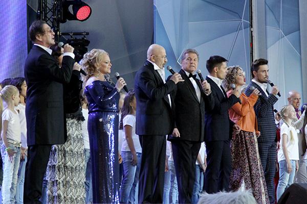 Билан, Лепс, Безруков и другие артисты поздравили страну с Днем России