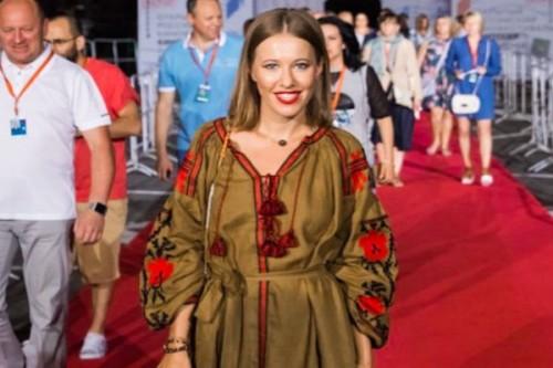 Ксения Собчак на вечеринку в Сочи надела украинскую вышивку