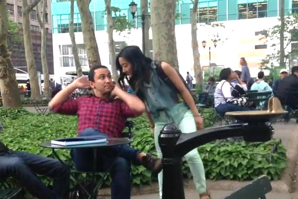 Приставания девушек-комиков к мужчинам на Манхэттене взорвали YouTube