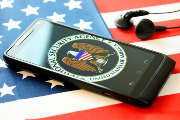 Разведка США 6 лет прослушивала телефоны французских президентов