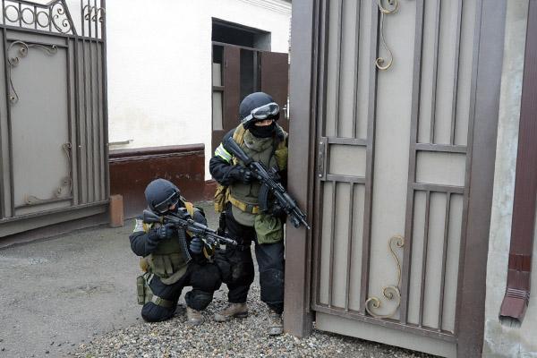 В Чечне ликвидированы двое террористов, открывших огонь по полицейским