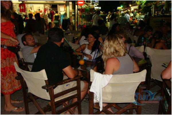 Немецкие туристы в Греции отказываются платить по счетам