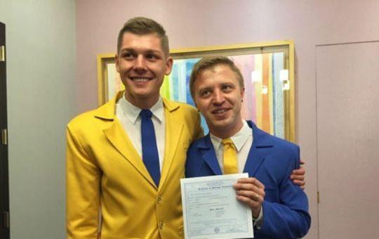 Украинцы сыграли бандеровскую гей-свадьбу в США